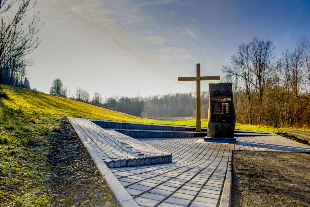 Pomnik w Rzepienniku Suchym